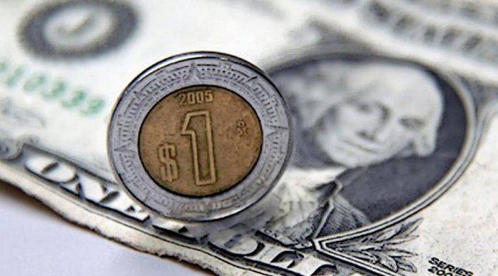 Peso retrocede a 20.37 por dólar ante alza de contagios Covid-19 en EU y Europa