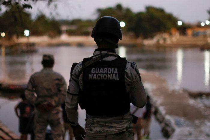 México militariza la frontera sur ante la llegada de la primera caravana de la era Biden