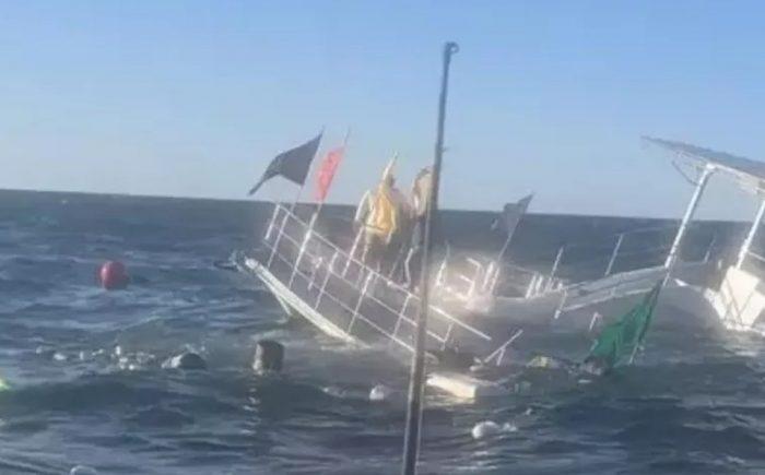 VIDEO: Se hunde barco lleno de turistas en Puerto Vallarta