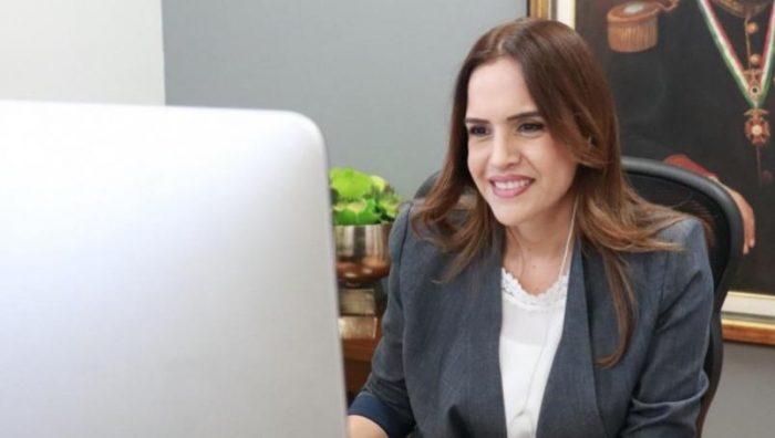 Clara Luz Flores expriista es candidata oficial por Nuevo León con MORENA .