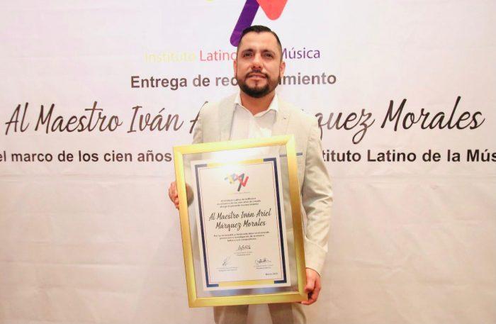 Iván Márquez recibe del Instituto Latino de la Música un reconocimiento por su apoyo a la cultura