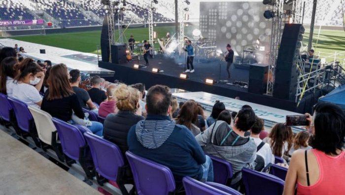 Israel realiza primer concierto solo para vacunados