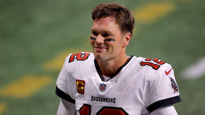 Tom Brady firma contrato con Buccaneers hasta la temporada 2022