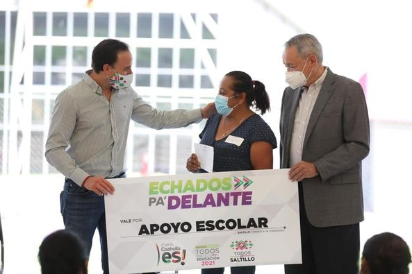 Manolo Jiménez continúa con la entrega de Apoyos Escolares
