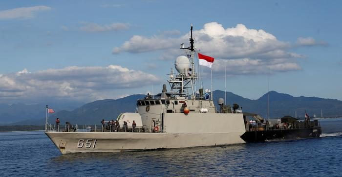 Hallan submarino desaparecido en Indonesia, tripulantes murieron