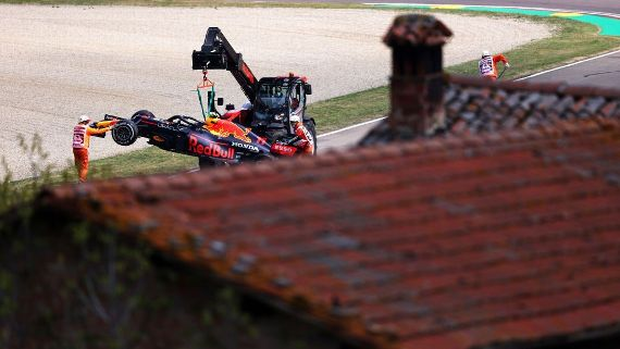 Checo Pérez tiene un accidente en las prácticas del Gran Premio de Imola