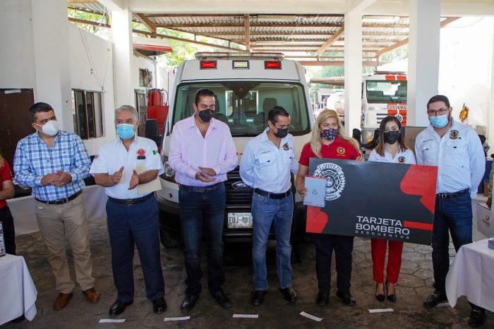 ENTREGA CHEMA MORALES  UNIFORMES A PROTECCION CIVIL Y BOMBEROS