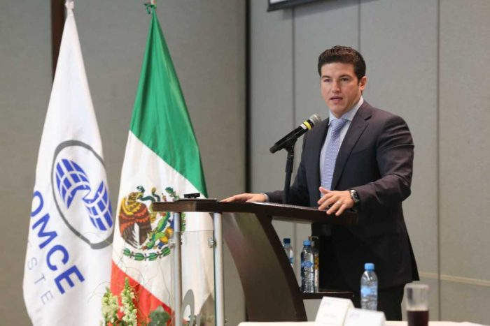 Samuel García arma caravanas de vacunación de NL a Texas