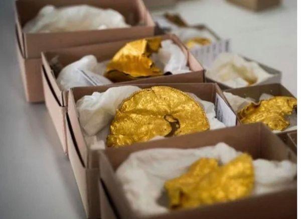 Un arqueólogo aficionado halla un tesoro previkingo de objetos de oro