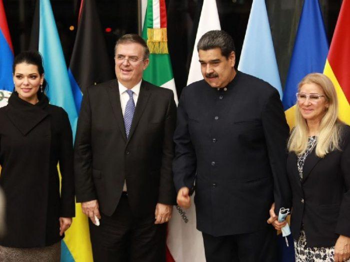 Nicolás Maduro llega a México para participar en la cumbre de la Celac