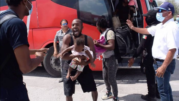 Grupo de migrantes ingresó violentamente a Piedras Negras, Coahuila