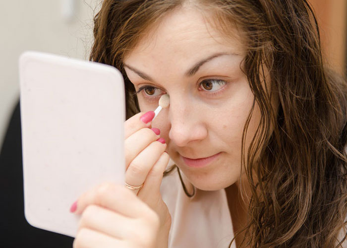 Maneras naturales para deshacerse de las bolsas de los ojos