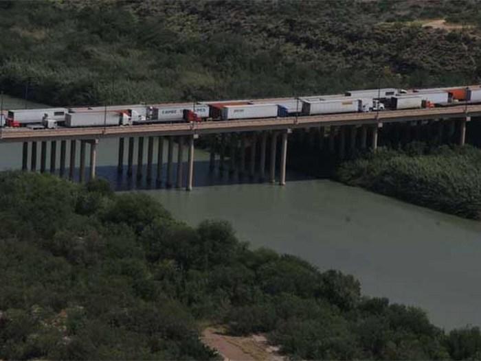 Reabren puente 3 de Nuevo Laredo; amagan con volverlo a cerrar