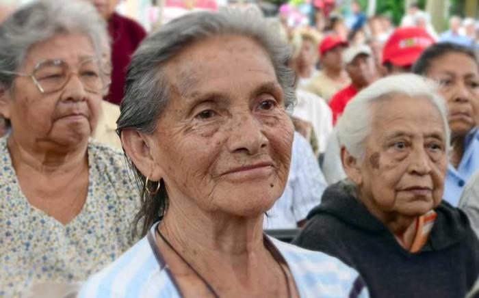 """Dan de baja a 5 mil abuelitos del """"65y Más"""""""