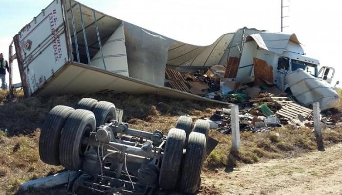 Tornado provoca severos daños en Puente Internacional de Nuevo Laredo