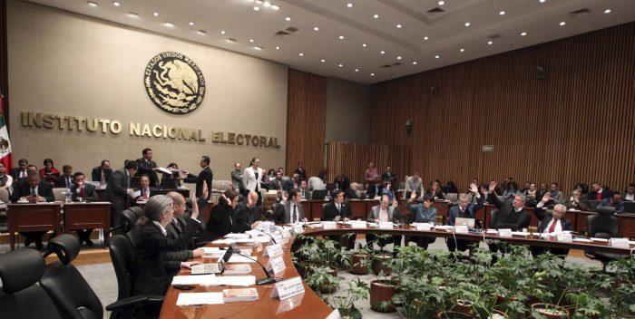 Revocación de mandato: INE prohibirá a partidos recabar firmas para solicitar consulta