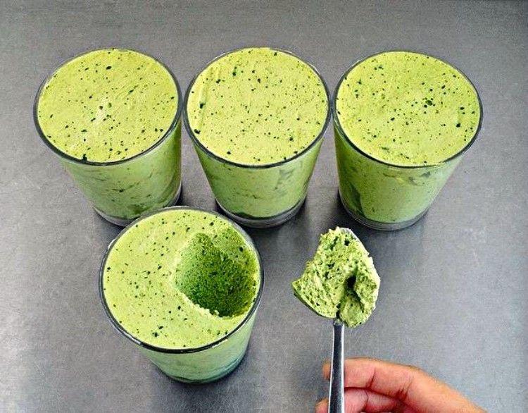 Mousse de té verde y matcha.