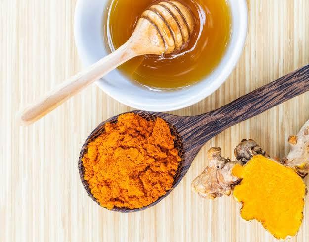 Curcuma y miel. El antibiótico natural más potente.