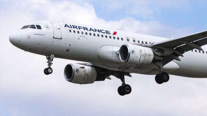 Hallan el cadáver de un menor en el tren de aterrizaje de un avión en París