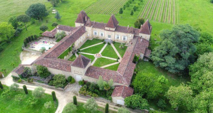 Se vende castillo con bodega propia levantado bajo el reinado de Luis XIV por 3,5 millones de euros