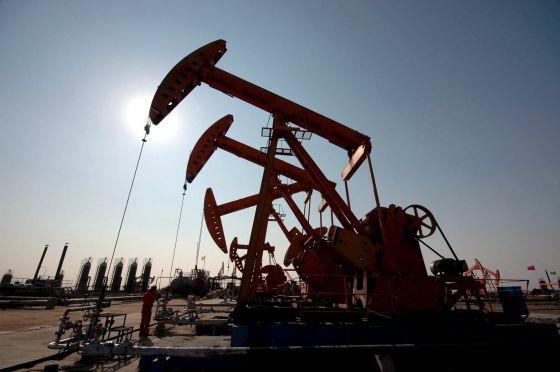 Cae precio del petróleo a su nivel más bajo desde 1999