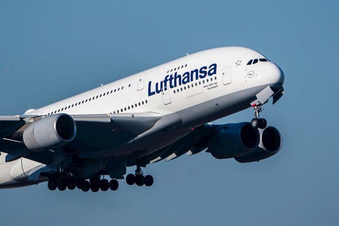 Lufthansa, la mayor aerolínea alemana, pide ayuda estatal para asegurar su viabilidad durante la pandemia