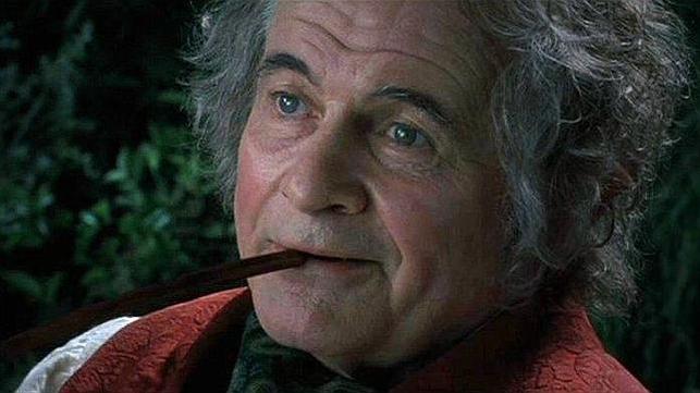Muere Ian Holm, el actor británico que interpretó al hobbit Bilbo Bolsón en 'El señor de los anillos'