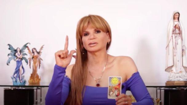 ¡Cuidado con el coronavirus!, advierte Mhoni Vidente a dos grandes del espectáculo mexicano