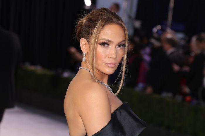 Con desnudo, Jennifer Lopez promociona su nueva canción en Instagram