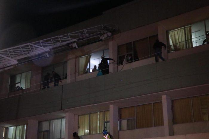 Rescatan elementos de bomberos Saltillo a mujer