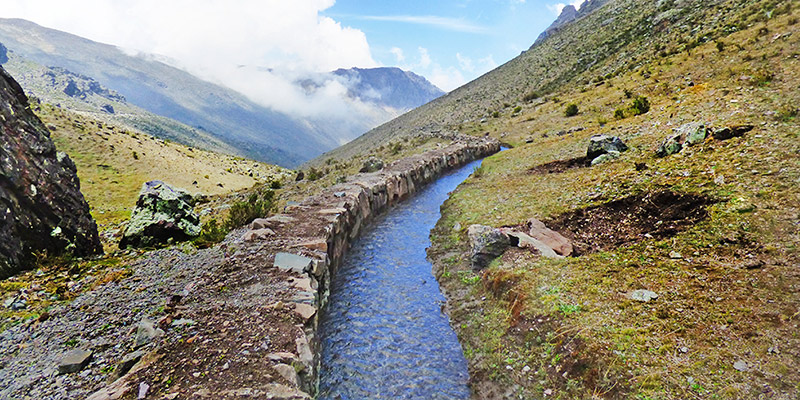 """Perú recupera la """"siembra de agua"""" con tecnología prehispánica"""