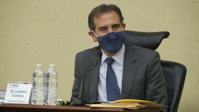 Lorenzo Córdova condena el reparto de tarjetas