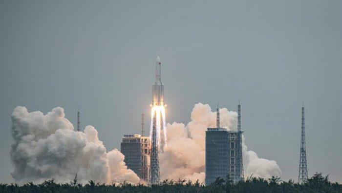 Restos del cohete chino caen en el océano Índico