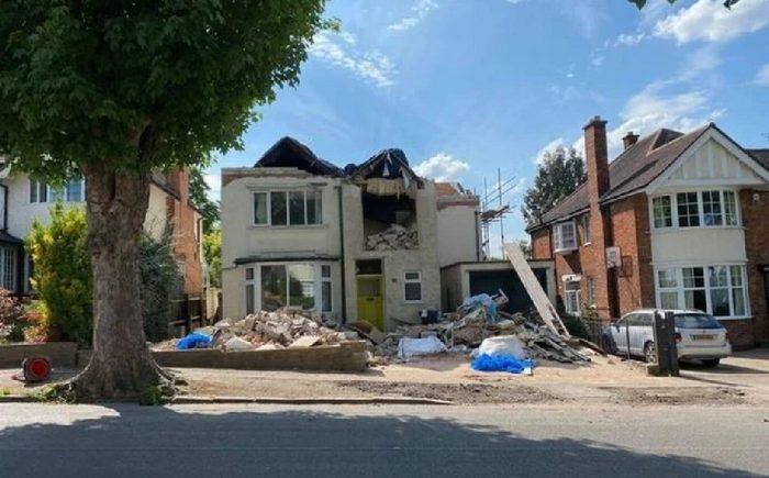 Constructor destruye casa de familia que se fue de vacaciones sin pagarle