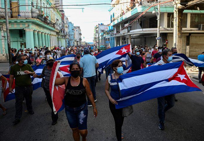 Los cubanos salen a las calles en una inusual jornada de protesta contra la falta de libertad y el empeoramiento de la situación económica