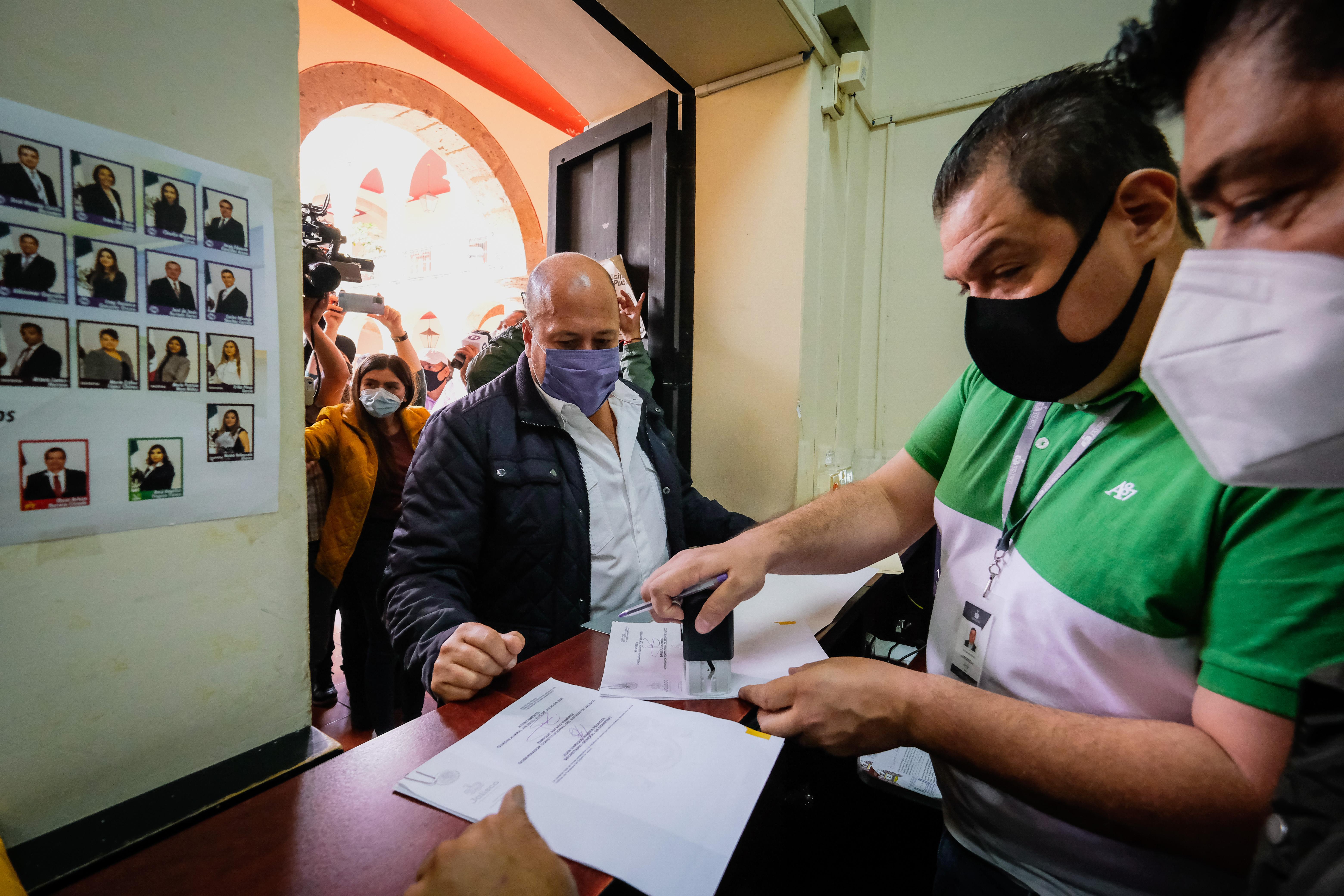 ENRIQUE ALFARO ENTREGA INICIATIVA AL CONGRESO DE JALISCO PARA PONER FIN A LAS PENSIONES DORADAS
