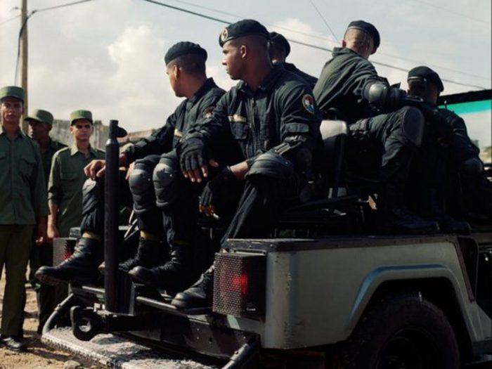 """Quiénes son los """"boinas negras"""" de la dictadura cubana, la brigada especial preparada para reprimir a los manifestantes"""