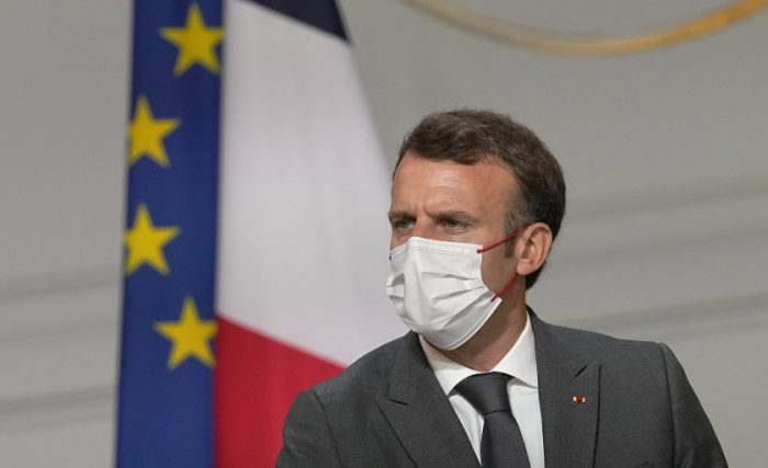 """Emmanuel Macron, presidente de Francia, asegura que quienes no se vacunen """"se quedarán en casa"""""""