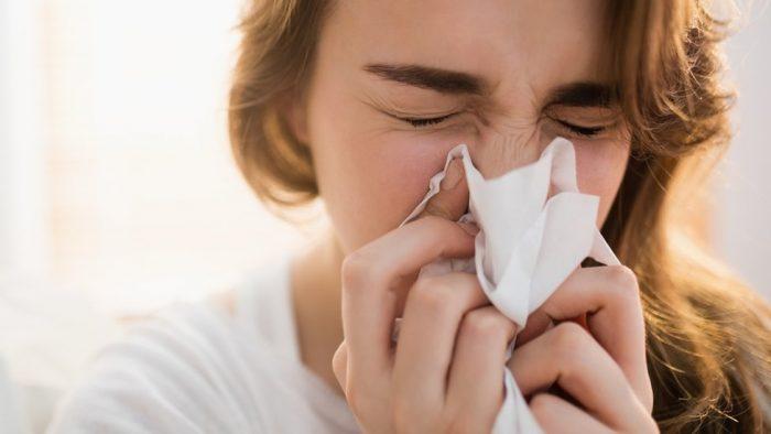 ¿Cuáles son los síntomas de la variante Delta y qué precauciones se deben tomar?