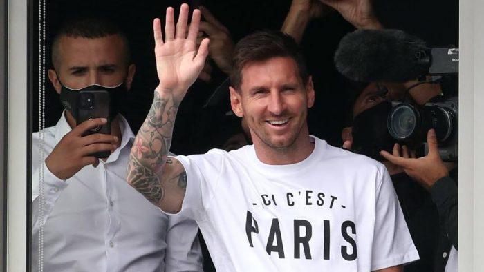 Messi ya está en París para firmar con el PSG