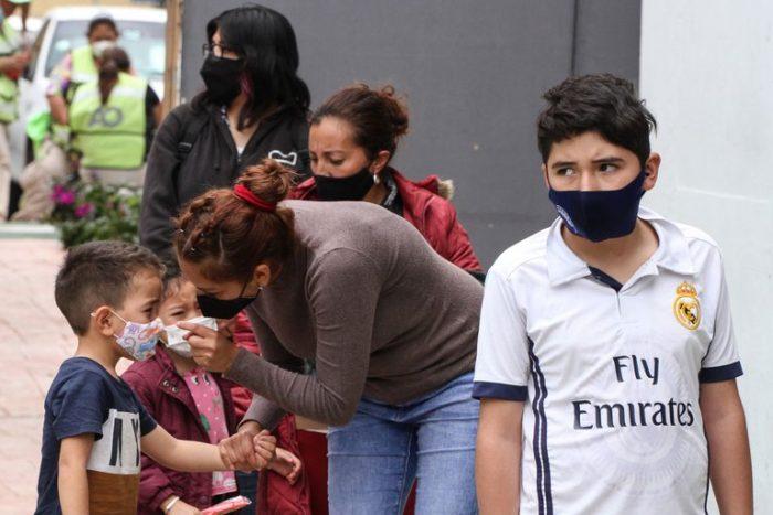 """""""Sí hay riesgo de que los niños desarrollen casos graves de COVID-19″: el dilema del regreso a clases en México"""