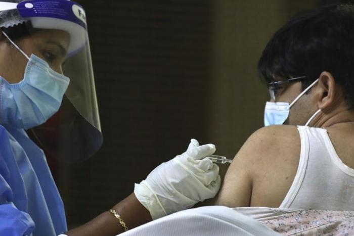 Emiratos Árabes Unidos inicia vacunación contra Covid-19 a menores de 3 a 17