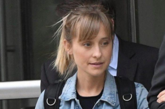 Allison Mack, actriz de 'Smallville', entra en prisión por su participación en secta NXIVM