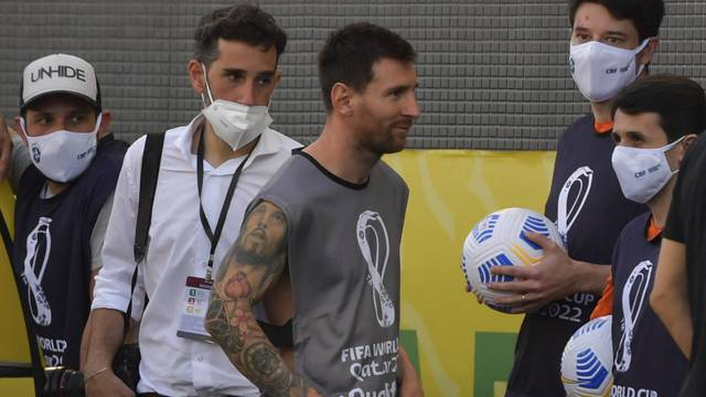 Venden supuesta playera de Lionel Messi 'fotógrafo'