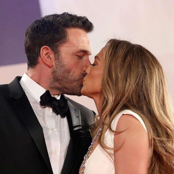Besos, sonrisas y mucho amor: Ben Affleck y J.Lo se robaron las miradas en el Festival de Venecia