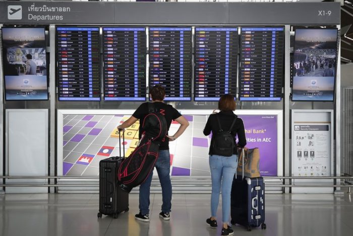 El truco para ahorrar dinero en los pasajes aéreos cuando viajas en familia o en grupo