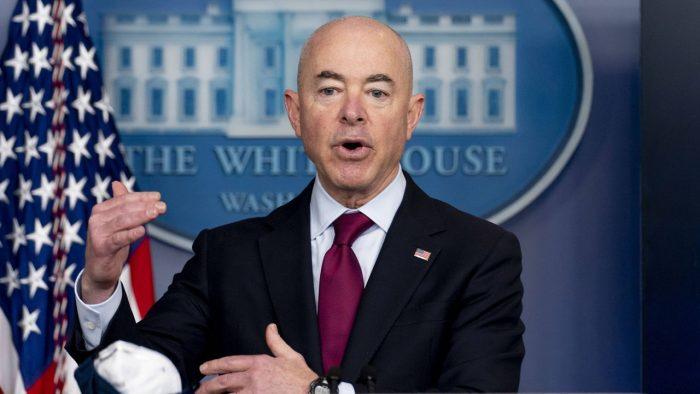 Secretario de Seguridad de USA anuncia apertura de frontera para noviembre.